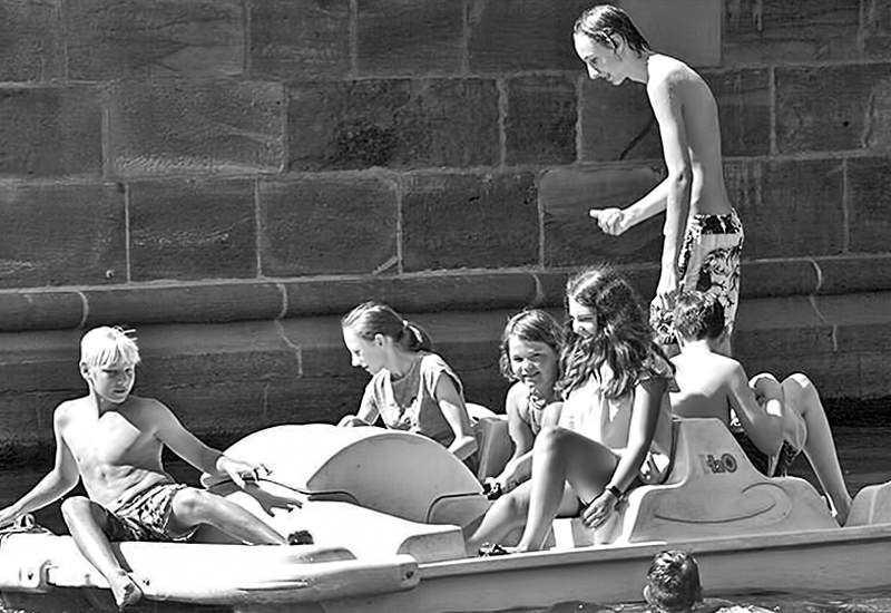 Die Jugend in Feriencamp-Action