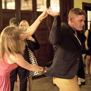 Auch Das Tanzbein Wurde Geschwungen