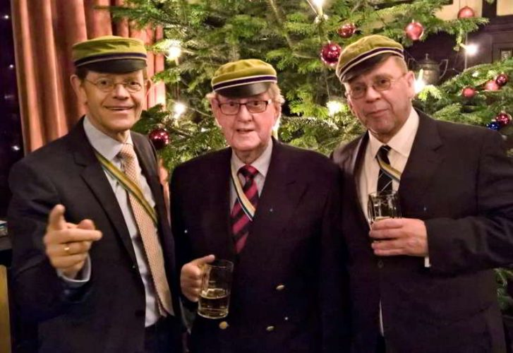 94 Jahre Und Voller Tatendrang: Bauer IV Mit Seinen Söhnen Bauer V Und Bauer VI