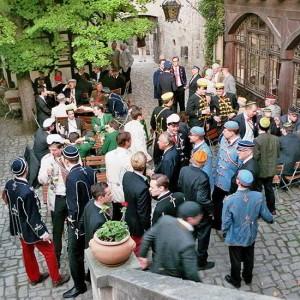 Farbe Bekennen: Im Hof Der Rudelsburg
